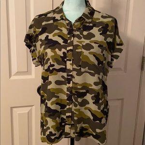 NWT Velvet Heart camouflaged blouse